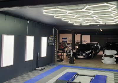 ElamElec - Installation de Luminaire Garage Automobile
